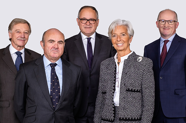 Back row (left to right): Yves Mersch, Benoît Cœuré, Philip R. Lane . Front row (left to right): Luis de Guindos (Vice-President), Christine Lagarde (President).