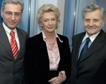Jean-Claude Trichet, President of the ECB, with Lord Mayor or the city of Frankfurt Petra Roth and Dr Salomon Korn, Vice-President of the Central Jewish Council in Germany (5 Nov 2004). [Thumbnail, click for full size image]
